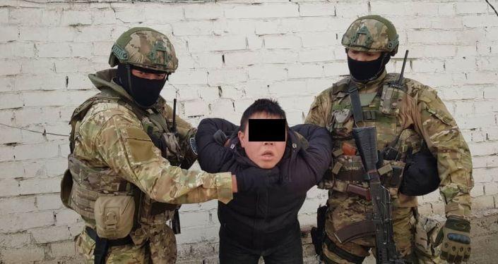 Бишкек шаары жана Жалал-Абад облусундагы атайын операция учурунда уюшкан кылмыштуу топтун беш мүчөсү кармалды