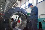 Рабочий на заводе Кыргыз унаа курулуш в Оше. Архивное фото