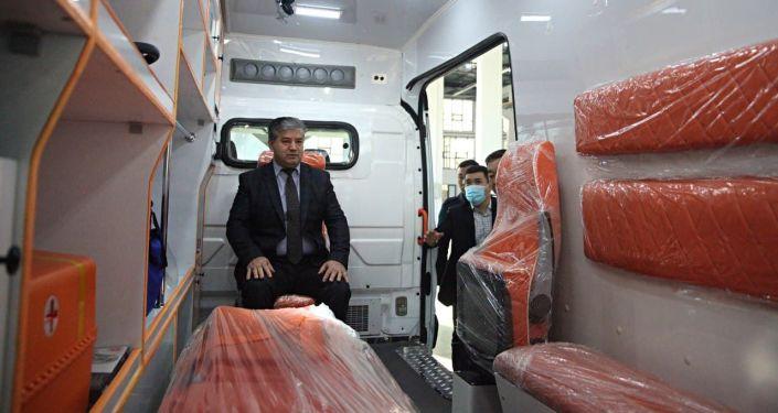 Вице-премьер-министр Кыргызской Республики Равшанбек Сабиров в машиностроительном заводе Кыргыз унаа курулуш в Оше