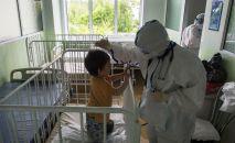Лечение детей в больнице. Архивное фото