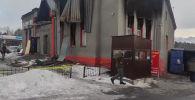 Сегодня, 19 декабря, на юге Бишкека прогремел взрыв. В результате происшествия погиб мужчина. Пострадали три человека, они госпитализированы, что сейчас происходит на месте взрыва смотрите в прямом эфире Sputnik Кыргызстан.