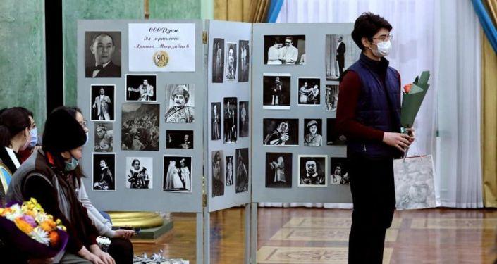 В Кыргызском национальном академическом театре оперы и балета им. Малдыбаева прошел вечер памяти, посвящённый 90-летию со дня рождения выдающегося оперного певца, народного артиста СССР Артыка Мырзабаева.