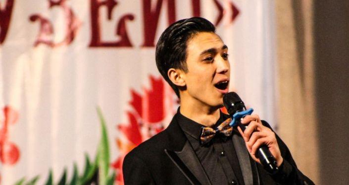 В Джалал-Абадском областном театре прошел фестиваль Русская песня собирает друзей, организованный в рамках перекрестного года России и Кыргызстана