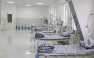 Койки для пациентов в отделении больницы. Архивное фото