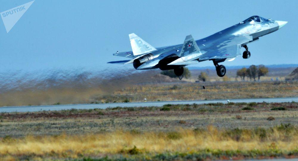 Многофункциональный истребитель пятого поколения Су-57. Архивное фото