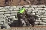 В Китае новобранец едва не подорвался на боевой гранате, выронив ее в нескольких сантиметрах от своих ног. От гибели его спас инструктор.