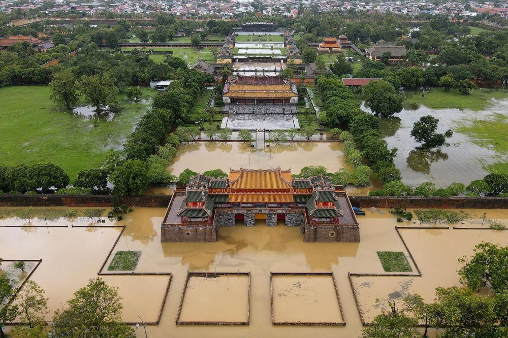 Хюэ императордук шаары, тынбай жааган жаандын кесепетинен Вьетнамдын борбор калаасы суу астында калды