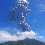 Индонезиядагы Левотоло вулканынын атылышы