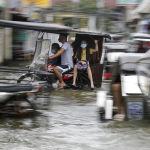 Филиппиндеги Молаве тайфунунан кийин көчөлөрдү суу каптады