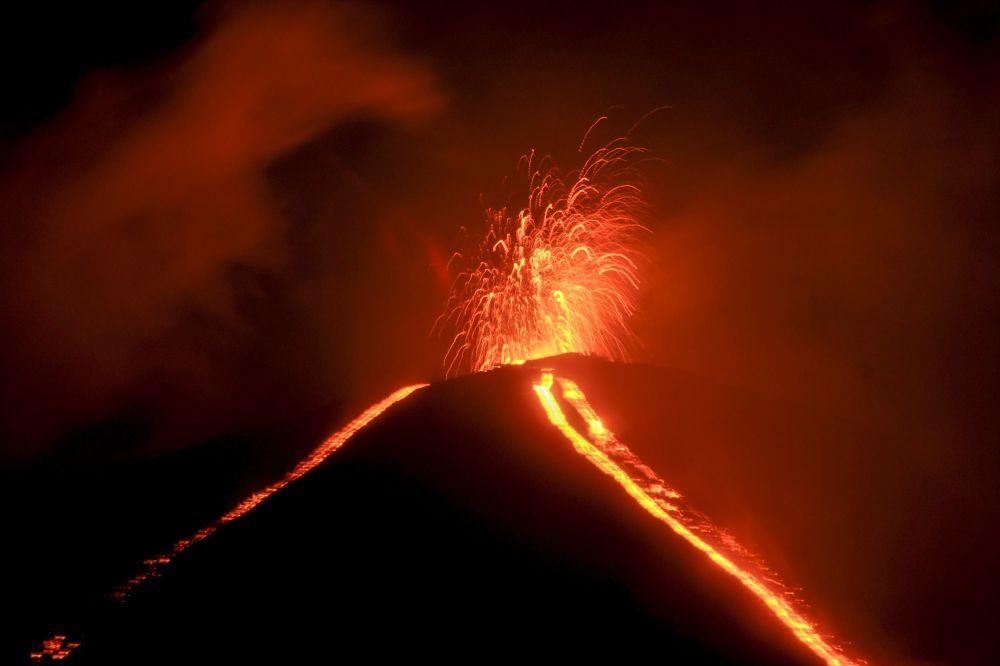 Гватемала өлкөсүндөгү Пакая вулканынын атылышы