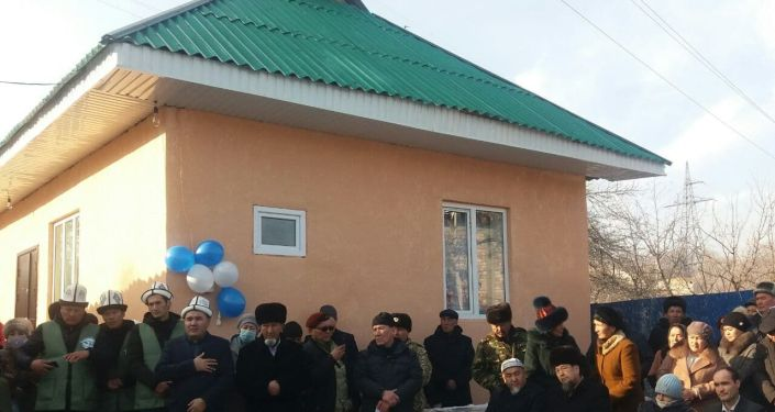 Ветерану Баткенской войны Руслану Абдулганиеву, проживающему в Оше, инвалиду третьей группы благотворители построили дом
