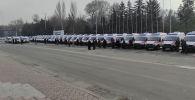 Сегодня на Старую площадь привезли 49 новых карет скорой помощи. Из них 37 машин закупили на деньги от проекта Безопасный город.
