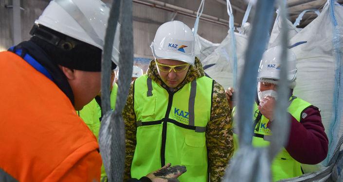 И. о. премьер-министра Артем Новиков в ходе рабочей поездки в Джалал-Абадскую область посетил месторождение Бозымчак,работуна котором приостановили после событий 5-6 октября