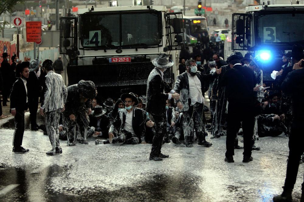 В Иерусалиме прошла акция протеста, поводом для которой стал арест студента. Он не явился на призывной пункт, чтобы официально оформить освобождение от армейской службы.