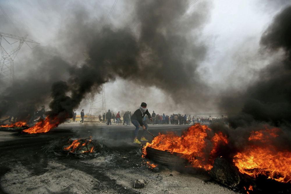Антиправительственные протесты в Басре.