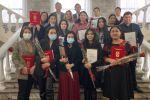 И. о. мэра Бишкека Балбак Тулобаев вручил почетные грамоты и благодарственные письма столичного муниципалитета активистам за вклад в борьбу с COVID.