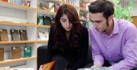 Студенты в библиотеке во время обучения в Московском государственном психолого-педагогическом университете