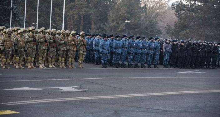 Гарнизонный развод милиции на Старой площади столицы по случаю новогодних праздников. 30 декабря 2020 года
