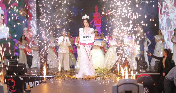 Победительницей стала 20-летняя модель Лаззат Нуркожоева