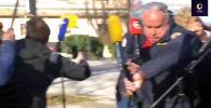 Хорватиянын Петринья шаарынын мэри Даринко Думбович журналисттерге интервью берип жаткан учурда жер силкинип, артындагы имараттар кыйрады.
