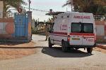 Скорая помощь въезжает в больницу, расположенную рядом с газовым заводом, где исламские боевики похитили заложников, в Айн-Аменас. 19 января 2013 года