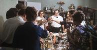 СССР Госстроюнун Москвадагы Гипротис долбоорлоо институтунун инженери Александр Гусковдун үй-бүлөсүндөгү жаңы жылдык дасторкон. 1972-жыл