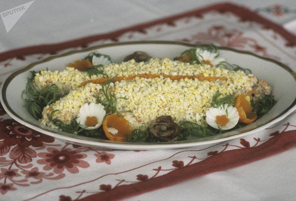 Сельдь салаты – дагы бир советтик жаңы жылдагы классикалык салат