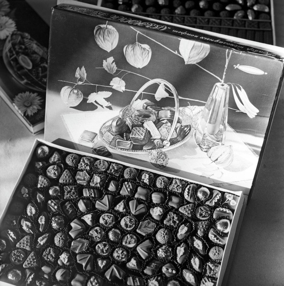 Күзгү букет шоколад кутусу – Минскидеги Коммунар кондитердик фабрикасында жасалган продукциялар. Беларусь ССРи