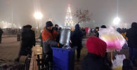 После новогодней ночи с площади Ала-Тоо в Бишкеке вывезли всего одну тонну мусора (примерно 1,5 кубометров),