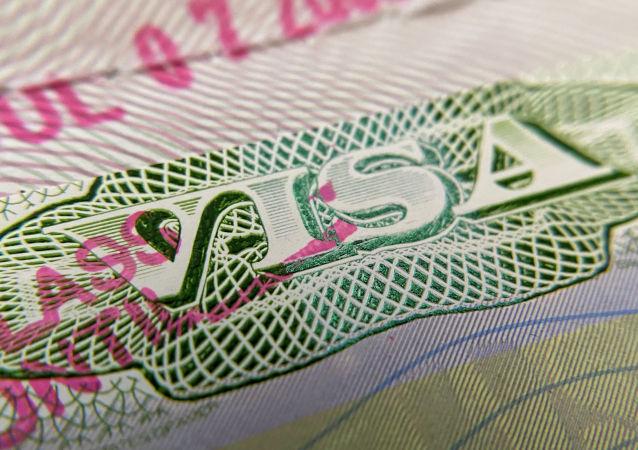Штамп визы в заграничном паспорте. Архивное фото
