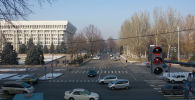 Бишкекте Ак үйдүн жанынан өткөн Чүй проспектиси менен Панфилов көчөсүнүн кесилишине жол чырак орнотулду.