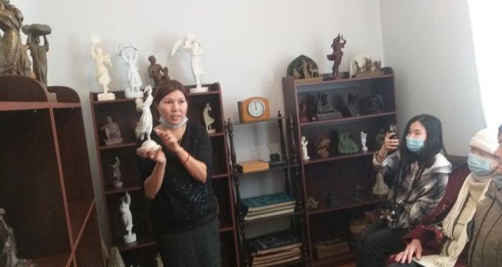 В Бишкеке проходит новогодний фестиваль для детей, сообщила пресс-служба мэрии столицы