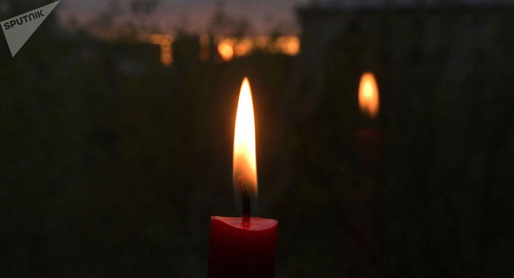 Свеча у окна. Архивное фото