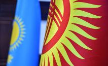 Кыргызстан жана Казакстан желектери. Архив