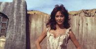 Актриса Таня Робертс играет Кири в приключенческом фильме Повелитель зверей. 16 декабря 1981 года