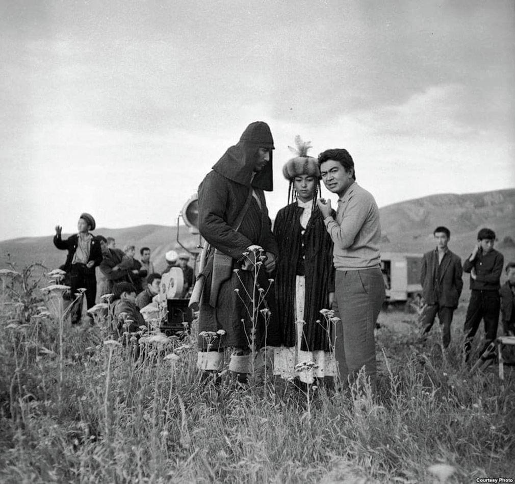 Шамшиев менен Темировага котормочу болгон Чокморов. Таберик сүрөт