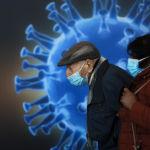 Иерусалим шаарында вакцина алууга келген адам