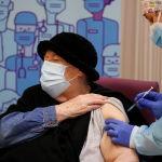 Испаниялыктар Pfizer-BioNTech вакцинасын алууда