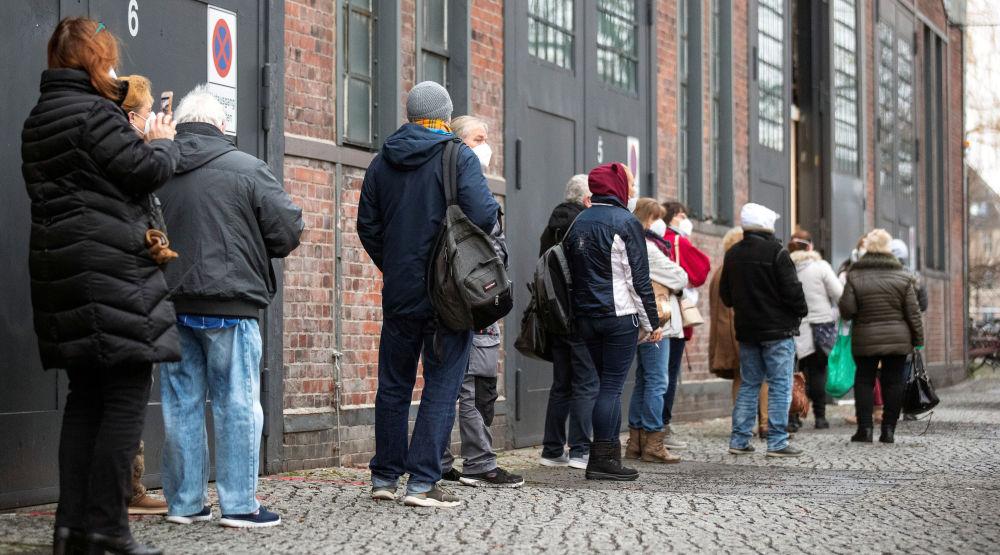 Берлин шаарындагы вакцинага кезек күтүү