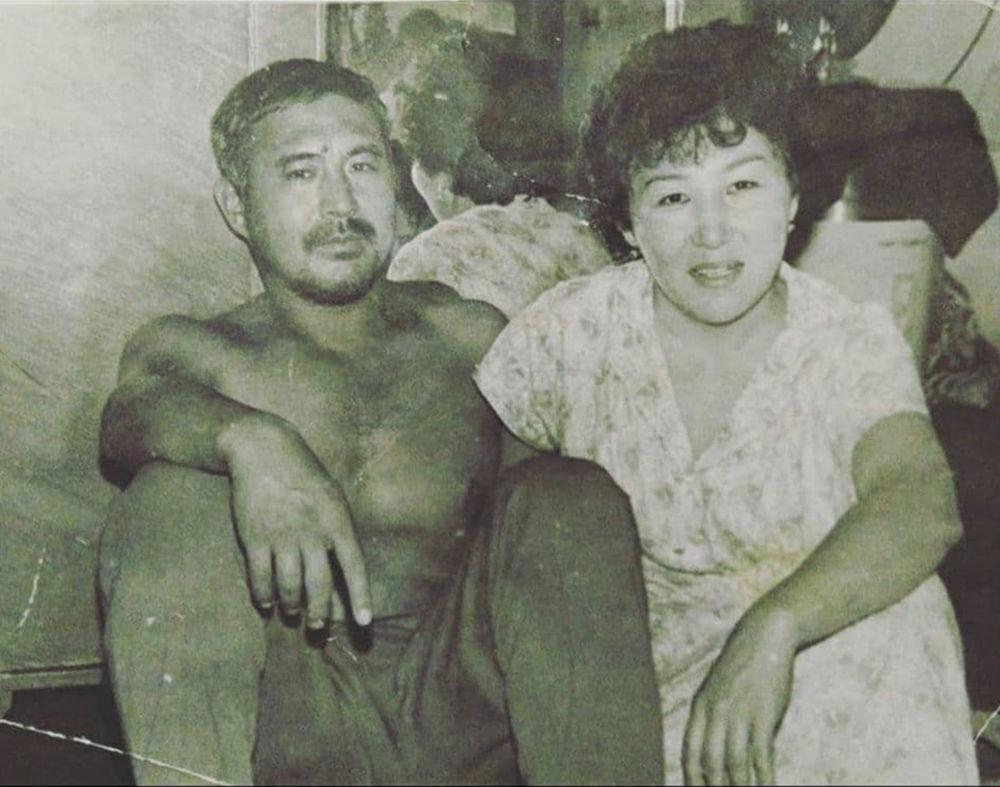 Дүйшөн Байдөбөтов жубайы Кенже Исмановага 1967-жылы баш кошуп, жубайлар 2018-жылга чейин 51 жыл бирге өмүр сүрүшкөн