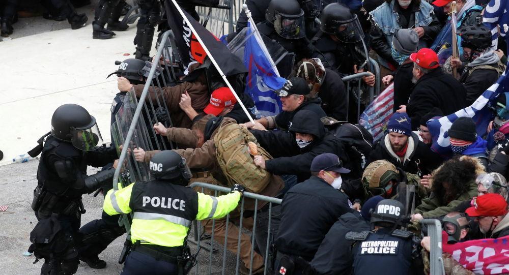 Столкновения полиции и протестующих сторонников Дональда Трампа у Капитолия в Вашингтоне, США. 6 января 2021 года