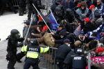 Вашингтондогу полиция менен Дональд Трамптын тарапташтарынын кагылышуусу