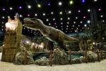 Динозавр в тематическом парке. Архивное фото