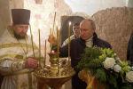 Президент России Владимир Путин принял участие в рождественском богослужении в церкви Николы на Липне в ночь со среды на четверг в Новгородской области.