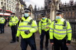 Полицейские на парламентской площади во время карантина COVID-19 в Лондоне (Великобритания)