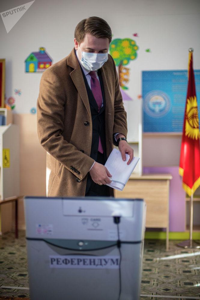 Новиков Кыргызстанда башаламандык болуп кетсе өкмөт чара көрүүгө даяр экенин билдирди. Бирок өлкөдө андай көрүнүш болбойт деп үмүттөнөрүн, себеби одоно мыйзам бузуулар жок экенин белгиледи