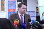 Өкмөт башчынын милдетин аткаруучу Артем Новиков президенттик шайлоо менен референдумда добуш берип, андан кийин журналисттердин суроолоруна жооп берди.
