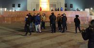 Приготовления к концерту с массовым участием граждан на площади Ала-Тоо в Бишкеке