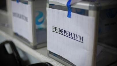 Ящик для бюллетеней с надписью Референдум