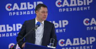 Кандидат в президенты Кыргызстана Садыр Жапаров во время брифинга после президентских выборов и референдума